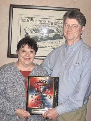 Cặp đôi được vinh danh trong nhiều thập kỷ tình nguyện phục vụ đường đua